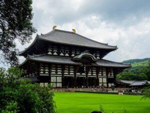 東大寺二月堂に集うひとびと
